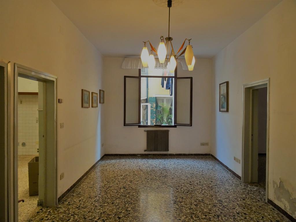 VENEZIA CASTELLO – Appartamento ampie dimensioni 4 camere