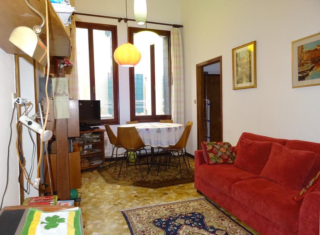 VENEZIA CANNAREGIO – Appartamento vista canale 2 camere