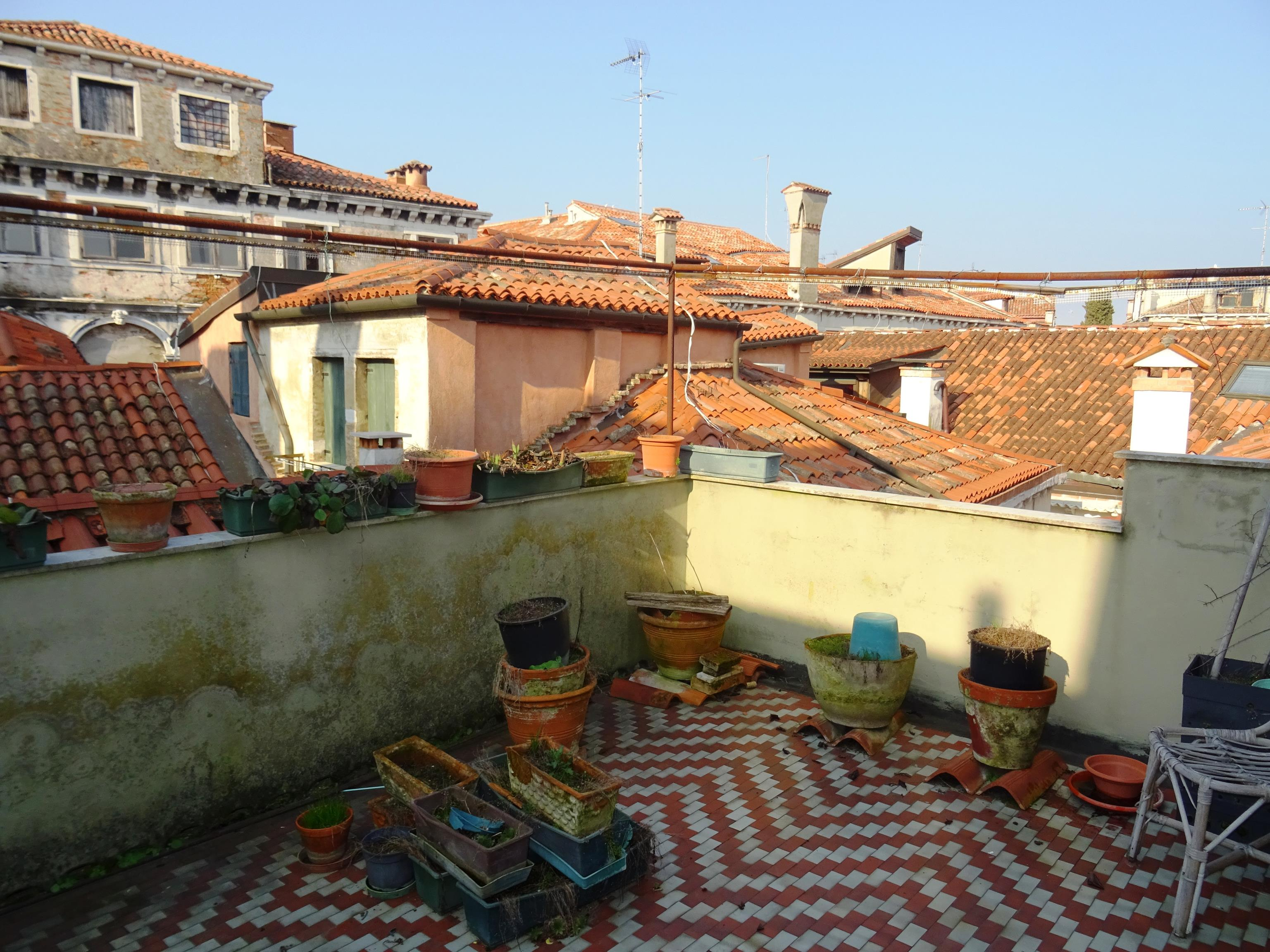 VENEZIA SAN POLO – Appartamento ampie dimensioni 4 camere con terrazza