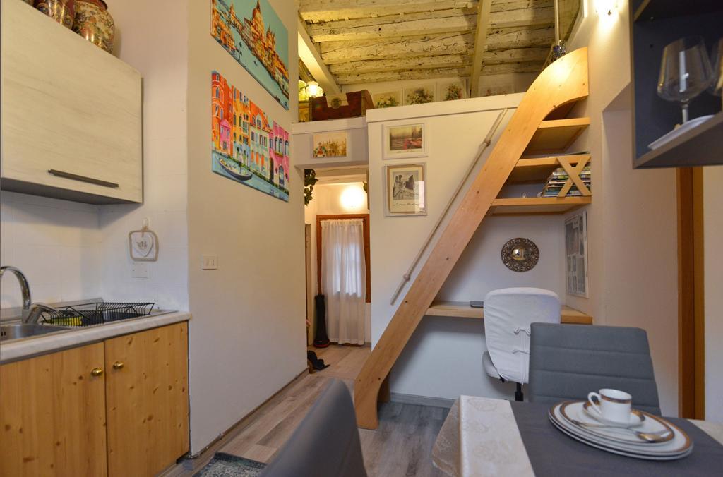 VENEZIA SANTA CROCE – Appartamento ristrutturato con soppalco