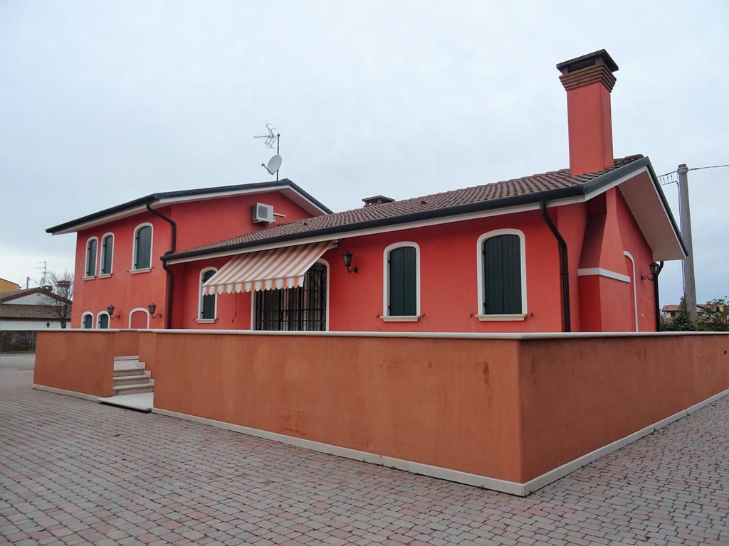 MARGHERA VILLABONA – Proprietà composta da abitazione e capannone