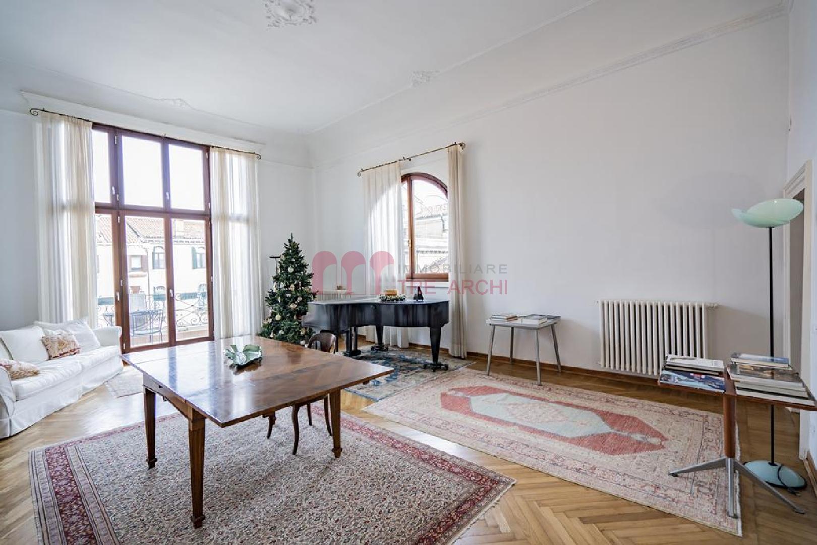 VENEZIA SANTA CROCE – Prestigiosa ed elegante abitazione con terrazza