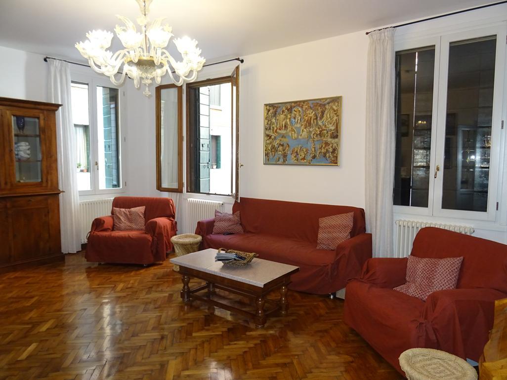 VENEZIA SANTA CROCE – Appartamento restaurato ampie dimensioni