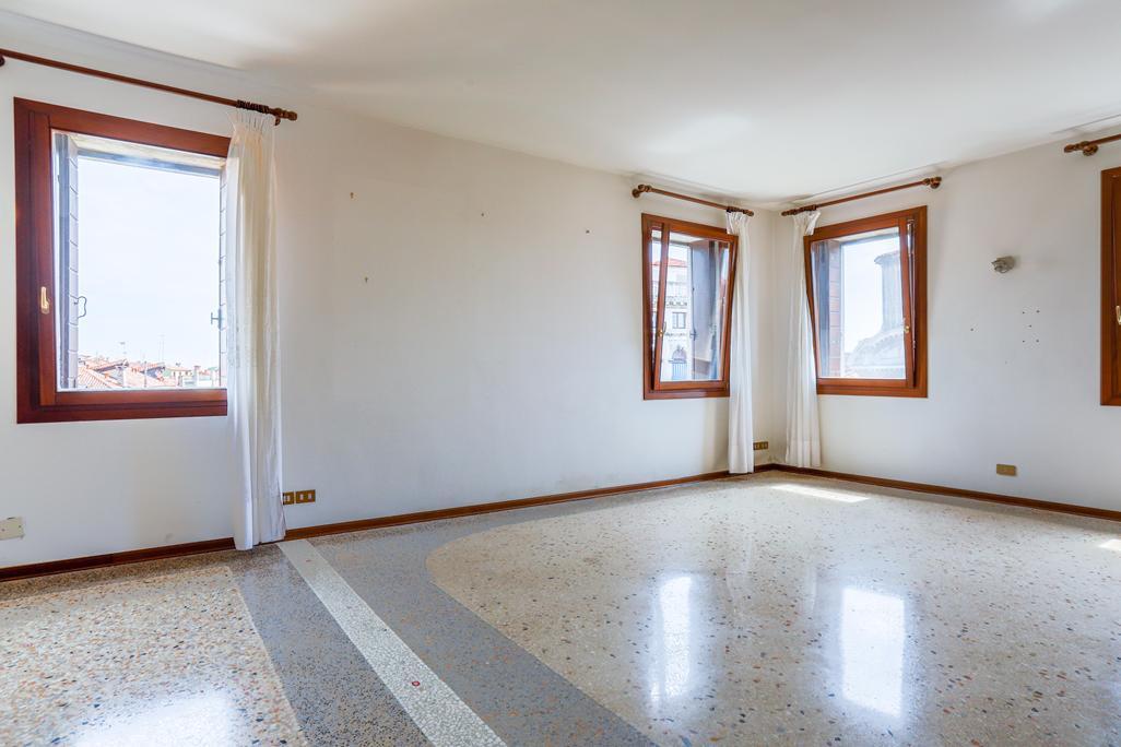 VENEZIA CANNAREGIO – Appartamento ristrutturato 3/4 camere con splendida vista